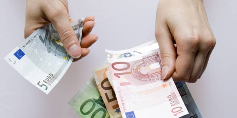 Geld wird gezählt